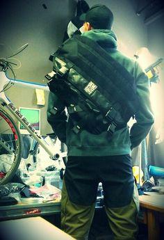 benubags: Back in black. Super light 45L messengerbag