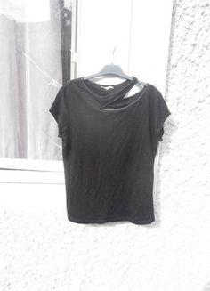 À vendre sur #vintedfrance ! http://www.vinted.fr/mode-femmes/hauts-and-t-shirts-t-shirts/25473386-tee-shirt-noir-maje-taille-3-fr-40
