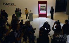 ベネズエラ・カラカス(Caracas)の現代美術館(Contemporany Art Museum)で行われた「再お披露目」に登場したアンリ・マティス(Henri Matisse)の絵画「赤いズボンのオダリスク(Odalisque in Red Pants)」(2014年7月7日撮影)。(c)AFP/Leo RAMIREZ ▼24Jul2014AFP|盗難から10年以上、マティス絵画再展示 ベネズエラ http://www.afpbb.com/articles/-/3021367 #Caracas #Henri_Matisse #Odalisque_in_Red_Pants