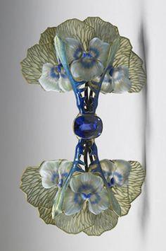 Pansy Brooch by René Lalique ca. 1903  Gold, plique-à-jour enamel, glass, sapphire - Walters Art Museum, Baltimore