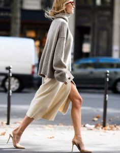 From glossy up-towners to Brooklyn Boho's we've got NY style covered. Get ready for New York Fashion Week with every type of fashionista out there Looks Style, Looks Cool, Beige Outfit, Fashion Week Paris, London Fashion, Inspiration Mode, Fashion Inspiration, Mode Style, Style Blog