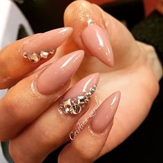 ❤️ Love these nude studded nails, perfect almond shape too
