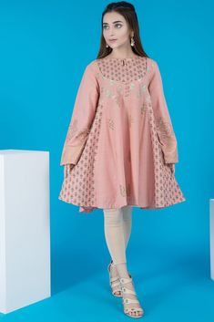 Warda Pakistani Designer Winter Shirts & Kurtis Collection consists of beautiful designs & styles of short frocks, medium shirts, long kurtas, Girls Dresses Sewing, Stylish Dresses For Girls, Stylish Dress Designs, Frocks For Girls, Dresses Kids Girl, Simple Dresses, Casual Dresses, Short Dresses, Beautiful Pakistani Dresses