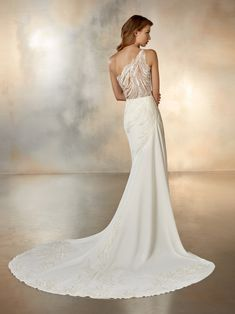 Dance is a stylish, modern wedding dress from Atelier Pronovias, with an elegant one shoulder design and dazzling feather-like beaded lace. Sheath Wedding Gown, Lace Wedding Dress, Classic Wedding Dress, One Shoulder Wedding Dress, Wedding Gowns, Shoulder Dress, Flowing Wedding Dresses, Bridal Dresses, How To Dress For A Wedding