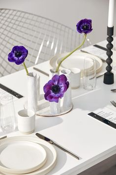 Minimalist black and white bridal editorial capturing peaceful serenity with pops of bold purple accents. #neutralweddings #blackandwhiteweddings #weddingdecor #purpleweddings #minimalistweddingdecor