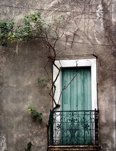 love the colour of the door........