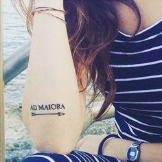 "Arrow tattoo together with the latin phrase ""Ad Maiora"" on Valentina."