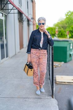 Denim Shirt Style, Mommy Style, Over 50 Womens Fashion, Floral Pants, Athletic Wear, Spring Fashion, Graphic Tees, Summer Outfits, Style Inspiration
