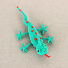Making a lizard figurine with the Fun With Clay kit / Réalisez une figurine de lézard avec la trousse « S'amuser avec de l'argile »   DeSerres