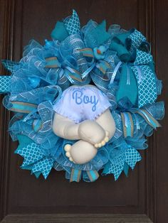Baby Boy Wreath, Baby Shower Wreath, Baby Booty Wreath Baby Boy Centerpieces, Baby Boy Decorations, Baby Boy Wreath, Baby Wreaths, Diy Wreath, Wreath Ideas, Welcome Home Baby, Baby Door Hangers, Baby Shower Crafts