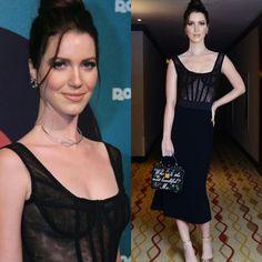 Nathalia Dill tem muito bom gosto e escolheu um belo vestido #dolcegabbana para o lançamento da novela Rocky Story, no Rio.♥️✨ #inspiração #fashion #nathaliadill #festadelançamento #rockystory #riodejaneiro