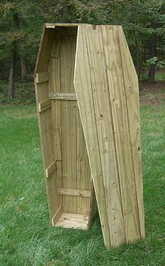 Easy tutorial for constructing a toe-pincher coffin for Halloween for $25