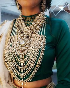 These Rani Haar Designs Will Make You Ditch The 'Basic' Necklaces! Indian Jewelry Sets, Indian Wedding Jewelry, Royal Jewelry, Bridal Jewellery, Gold Jewellery, Body Jewelry, Boutiques, Bollywood, Antique Jewellery Designs