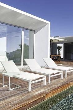 Sommer. Sonne. Gartenmöbel.  Die Trends sind klar für diese Saison ...  Klassisch, zeitlos, edel!  Weiß bleibt die Farbe des Sommers und auch die unserer Terrasse.