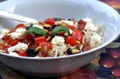 Pâtes aux tomates et aux olives (Josée Fournier) - Châtelaine