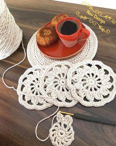 Study In Circles Crochet Motif Table Runner Pattern Crochet Motif Patterns, Granny Square Crochet Pattern, Crochet Round, Crochet Chart, Love Crochet, Crochet Table Runner, Table Runner Pattern, Crochet Doilies, Crochet Flowers