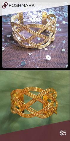 Intricate Gold Bangle Like new. Forever 21 Jewelry Bracelets