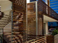 Painel de madeira para fachada BRISE-SOLEIL by Ravaioli Legnami