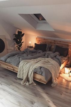 Small Bedroom Flooring Ideas - Are you looking for some interior titivation ideas for home? There is no doubt that house is a certainly important place. Loft Room, Bedroom Loft, Cozy Bedroom, Modern Bedroom, Bedroom Night, Master Bedroom, Minimalist Bedroom, Bedroom Apartment, Skylight Bedroom