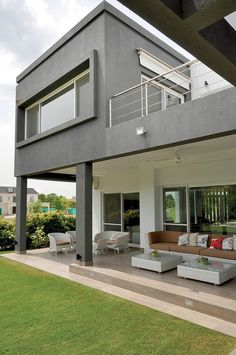 See our coupon cataloged porch design ideas Modern Small House Design, House Front Design, Dream Home Design, Modern House Floor Plans, House With Porch, Modern Architecture House, Modern Exterior, Future House, Home Fashion
