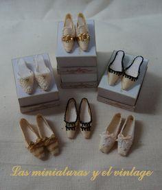 Zapatos en seda crema. Las miniaturas y el vintage