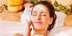 Gesichtsmasken aus Tomaten, Gurken oder Joghurt sind wahre Schönmacher. Praxisvita zeigt Ihnen die besten Anleitungen, wenn Sie Gesichtsmasken selber machen möchten.