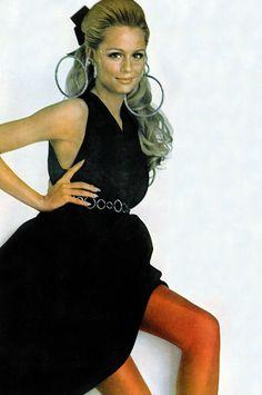 Lauren Hutton ♥ Vogue 1967