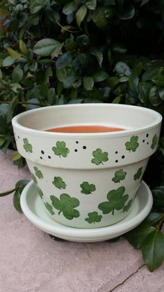 Shamrock Flower Pot by bubee on Etsy