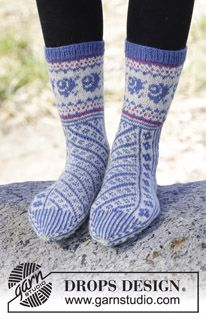 "#DROPSDesign #socks with diagonal pattern in ""Fabel"". #knitting"