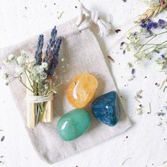 Crystals For Wealth, Stones And Crystals, Candle Spells, Crystal Gifts, Crystal Meanings, Crystal Grid, Color Shapes, Buisness, Journal Cards