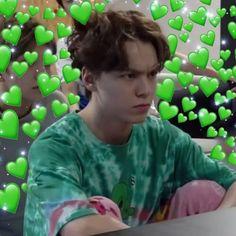 Vernon being a bundle of aggressive love Woozi, Wonwoo, Jeonghan, Seungkwan, Diecisiete Memes, Funny Kpop Memes, Meme Faces, Funny Faces, K Pop