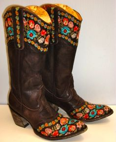 cowgirl boots <3 OMG WILDFLOWERS!!!!! I NEED THESE