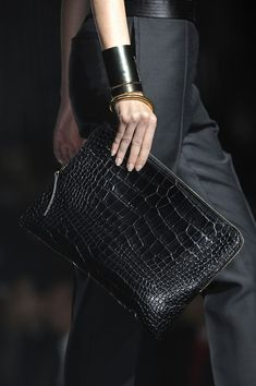 Lanvin at Paris Fashion Week Spring 2013 - Details Runway Photos Look Fashion, Fashion Details, Fashion Bags, Paris Fashion, Fashion Ideas, Casual Chique, Looks Street Style, Best Bags, Mode Style