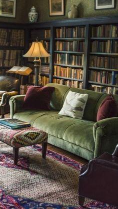 Living Room Green, New Living Room, Living Room Furniture, Living Room Decor, Cozy Living, Vintage Living Rooms, Cosy Cottage Living Room, Book Furniture, Library Furniture