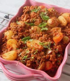 Potatis och köttfärsgryta som är gudomligt god! Paella, Fried Rice, Fries, Dinner, Ethnic Recipes, Food, Dining, Food Dinners, Meals