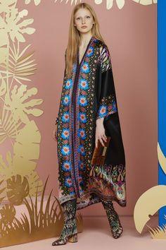 Etro Resort 2018 Fashion Show Collection Fashion 2018, Love Fashion, Runway Fashion, Fashion Design, Fashion Trends, Womens Fashion, Editorial Fashion, Bohemian Mode, Bohemian Style
