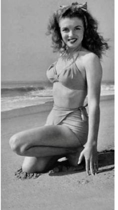 Woman Jeans norma jean love's a woman's job Marylin Monroe, Young Marilyn Monroe, Marilyn Monroe Quotes, Hollywood Stars, Classic Hollywood, Old Hollywood, Classic Actresses, Actors & Actresses, Hollywood Actresses