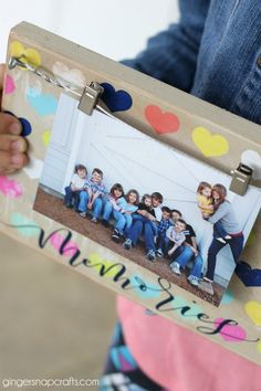 display board tutorial #celebrateamazingmoms #ad Ginger Snap, Photo Memories, Diy Photo, Decor Crafts, Teaching Ideas, Appetizers, Display, Celebrities, Board