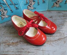 French Vintage 60/70's / kids / patent leather by LeBeauVetement, €37.50