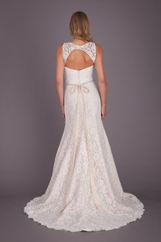 This lace, keyhole bridal gown is a serious head-turner! | Featured Style: A Lace, Open-Back Wedding Dress