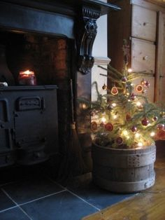 SEASONAL – CHRISTMAS – an old fashioned primitive christmas tree in an old wooden box.