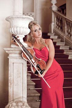La violinista Anna Tifu il 23 dicembre in concerto a Pescara