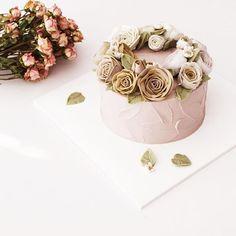 #flowercake#buttercream#wedding#wilton#buttercreamcake#wilton#am1122cake#piping#handmade#specialcake#birthdaycake#butter#flower#cake#wedding#버터크림#플라워케이크#꽃케이크#수제케이크#플라워케익#파이핑#생신케이크#주문케이크#천호동#파이핑#버터케이크#가을#웨딩#백일케이크#돌케이크#케익스타그램 www.am1122cake.com pandasm1122@naver.com✔️