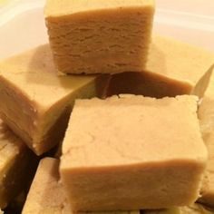 You just need some white chocolate coating and a jar of peanut butter to make a batch of tender, luscious fudge. Kids can help make the super-simple fudge. Fudge Recipes, Candy Recipes, Cookie Recipes, Dessert Recipes, Desserts, Peanut Recipes, Delicious Recipes, Best Peanut Butter Fudge, Marshmallow Creme