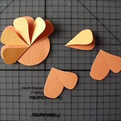 So this is how u make paper flowers. Cool Paper Crafts, Paper Flowers Craft, Paper Crafts Origami, Origami Easy, Diy Arts And Crafts, Flower Crafts, Creative Birthday Cards, Homemade Birthday Cards, Paper Flower Tutorial
