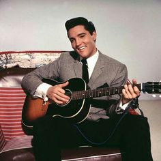 The most Gorgeous man on earth, ever! Elvis Presley Movies, Elvis Presley Photos, Elvis Guitar, Classic Rock Artists, Elvis Today, Musician Photography, Kris Kristofferson, Steve Perry, Steve Mcqueen