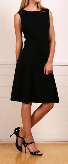 Nice shape   Oscar de la Renta black dress