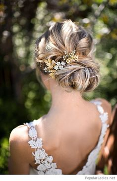 wonderful-low-wedding-bun-style-design-with-an-accessory