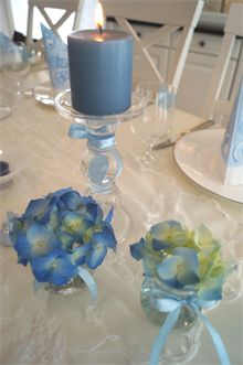 DIY - baby shower - hvordan lage ting selv til baby showeren Hd Flowers, Flowers For You, Beautiful Flowers, Candle Holders, Wedding Inspiration, Birthday Parties, Baby Shower, Candles, Table Decorations