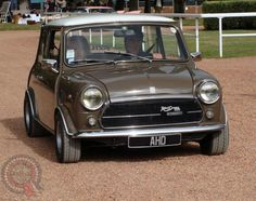 Well, it's a very late start today... gonna skip the track this week and head straight for a Sunday Driver! Oh how I'd love to take it in an Inno like this beauty! Have a great day Miniacs
